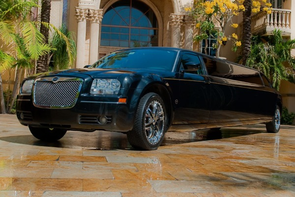 8 Person Chrysler 300 Limo Service Anaheim